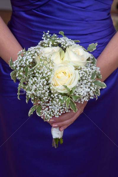 Koszorúslány tart esküvői csokor virágcsokor fehér rózsák Stock fotó © leeavison