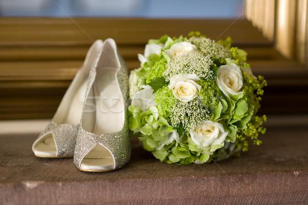 Esküvő cipők virágok virágcsokor esküvői csokor fehér Stock fotó © leeavison