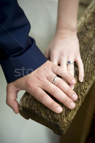 Anéis de casamento recém-casado casal recentemente casado casais Foto stock © leeavison