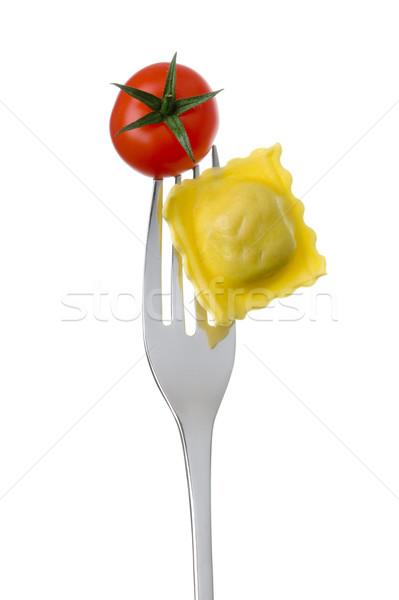 Foto stock: Ravioli · tomates · garfo · branco · macarrão