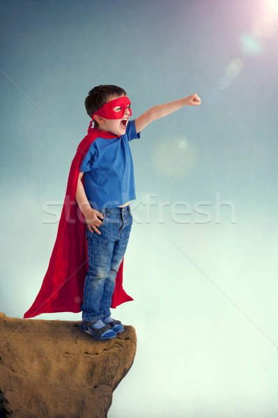 Szuperhős fiú gyermek áll szirt perem Stock fotó © leeavison
