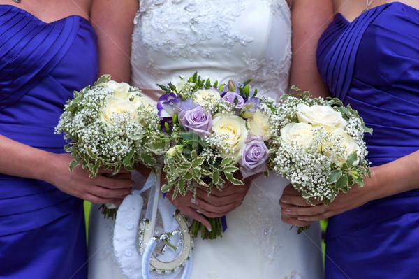 Menyasszony esküvő rózsa fehér virágcsokor lila Stock fotó © leeavison