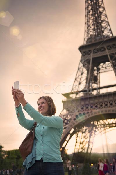 Donna matura Torre Eiffel Parigi felice tramonto Foto d'archivio © leeavison