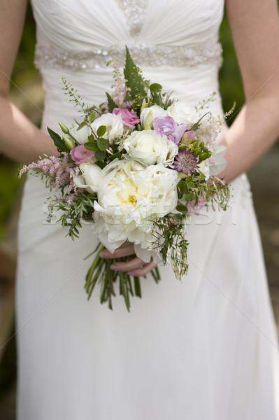 Menyasszony virágok virágcsokor esküvő nő kezek Stock fotó © leeavison