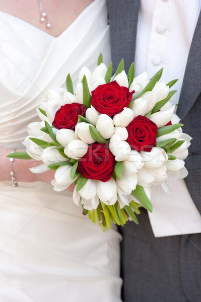 Foto stock: Rose · Red · blanco · tulipán · ramo · de · la · boda · novia