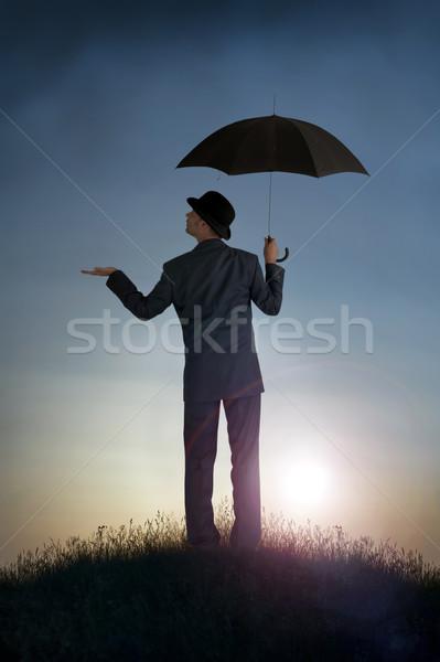 Business heldere vooruitzicht zakenman gevoel regen Stockfoto © leeavison