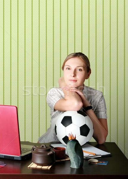 Mujer de negocios viendo fútbol ordenador nina deporte Foto stock © leedsn