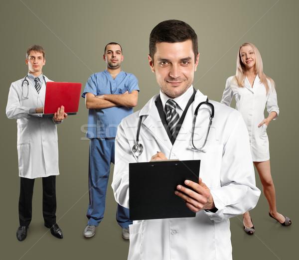 Lekarza człowiek stetoskop schowek pracownika kobieta Zdjęcia stock © leedsn