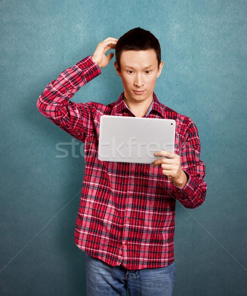ázsiai férfi érintés kezek megszégyenített hírek Stock fotó © leedsn