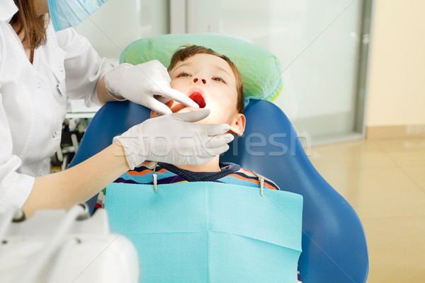 Fiú fogorvos fogászati eljárás megelőzés szék Stock fotó © leedsn