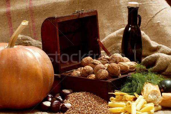 Natureza morta peito nozes abóbora pão macarrão Foto stock © leedsn