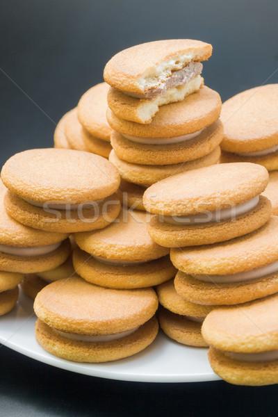 Szendvics kekszek édes mogyoró krém piramis Stock fotó © Leftleg