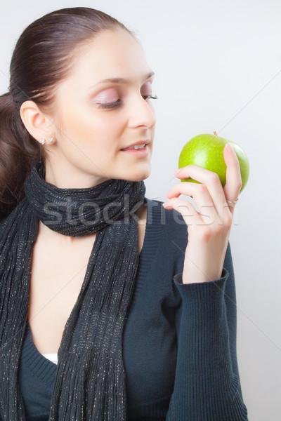 Gyönyörű fiatal nő tart zöld alma elegáns Stock fotó © Leftleg