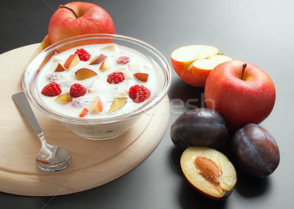 Yoğurt karışık meyve parçalar cam çanak Stok fotoğraf © Leftleg