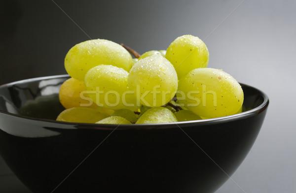 Szőlő friss érett köteg fekete kerámia Stock fotó © Leftleg