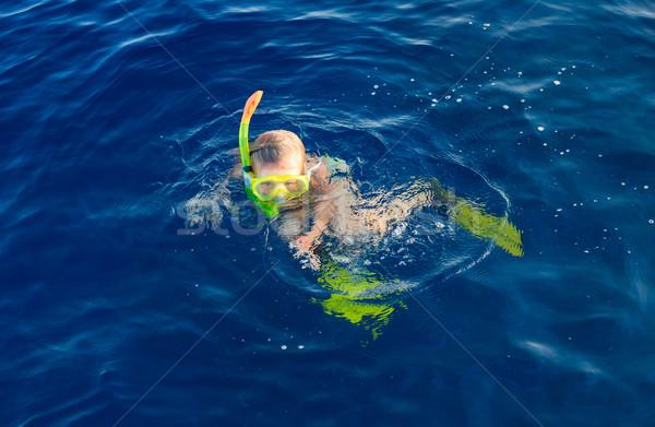 Cute meisje snorkelen water masker rode zee Stockfoto © Len44ik