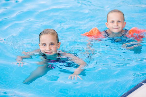 Kettő aranyos kislányok úszómedence pózol baba Stock fotó © Len44ik