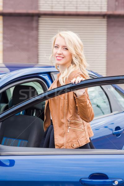 Belo feliz jovem em pé carro Foto stock © Len44ik