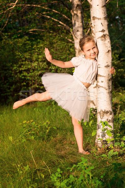 Gyönyörű kislány erdő nyírfa szabadtér virág Stock fotó © Len44ik