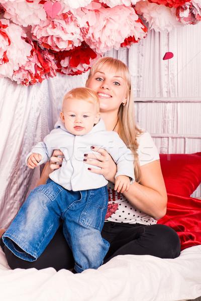 Mooie gelukkig moeder slaapkamer Stockfoto © Len44ik