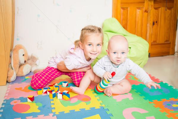 Boldog gyerekek játszanak kicsi fivér szoba lány Stock fotó © Len44ik