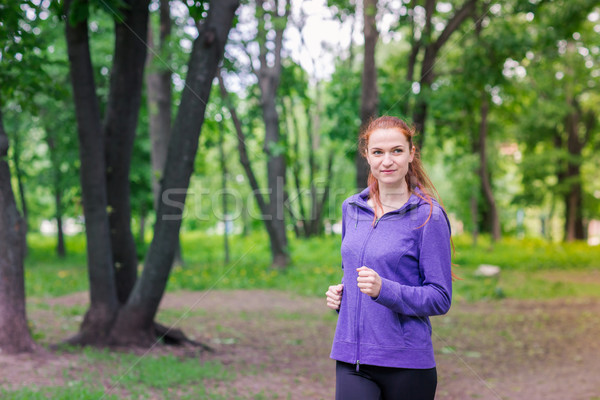Caber mulheres corrida parque vida saudável fitness Foto stock © Len44ik