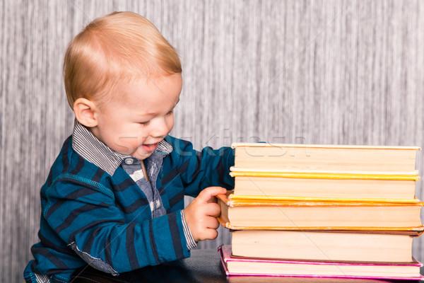 Godny podziwu baby chłopca książek ciekawy Zdjęcia stock © Len44ik