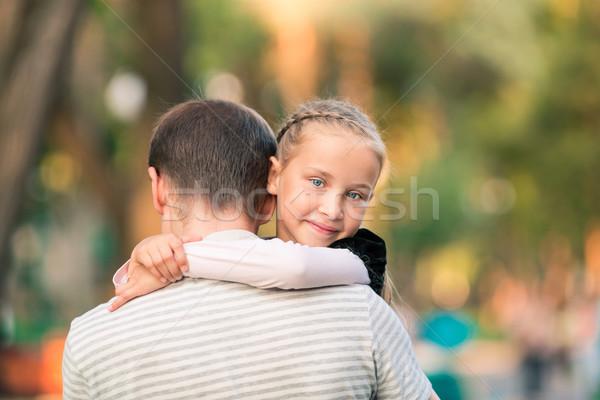 Boldog apa lánygyermek játszik park mosolyog Stock fotó © Len44ik