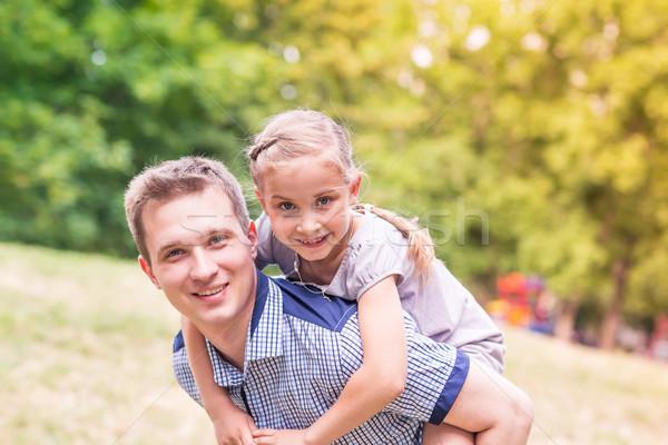 Feliz pai filha jogar parque sorridente Foto stock © Len44ik