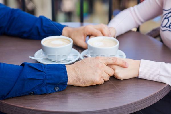 Handen gelukkig liefhebbend paar restaurant datum Stockfoto © Len44ik