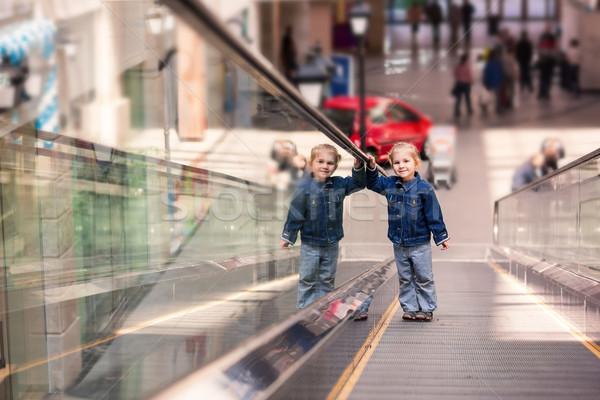 Cute peu enfant Shopping centre permanent Photo stock © Len44ik