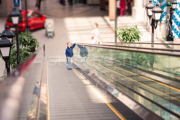 Aranyos kicsi gyermek vásárlás központ mozgólépcső Stock fotó © Len44ik