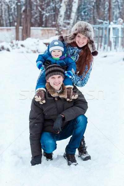 Gelukkig gezin spelen sneeuw winter tijd meisje Stockfoto © Len44ik