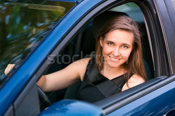 Mooie zakenvrouw vergadering auto gelukkig vrouw Stockfoto © Len44ik