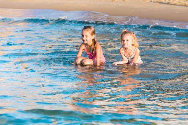 Twee aanbiddelijk kinderen spelen zee strand gelukkig Stockfoto © Len44ik