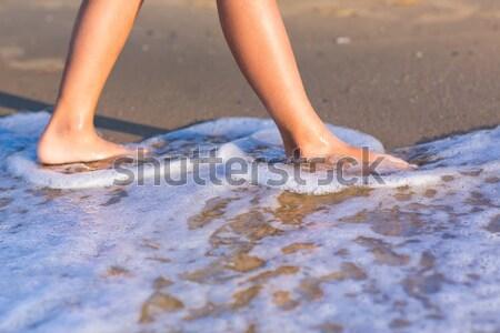 Dziecko spaceru bose stopy wody kobieta wygaśnięcia Zdjęcia stock © Len44ik