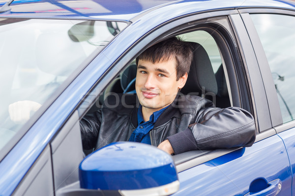 l gant jeune homme s ance voiture nouvelle voiture sport photo stock olena. Black Bedroom Furniture Sets. Home Design Ideas