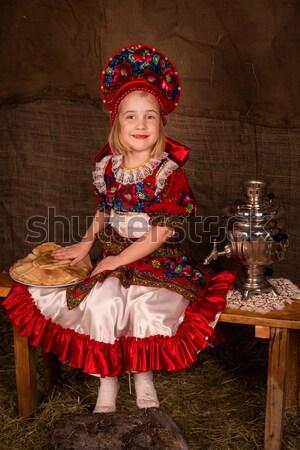 Stockfoto: Mooie · russisch · meisje · klaar · eten · pannenkoeken