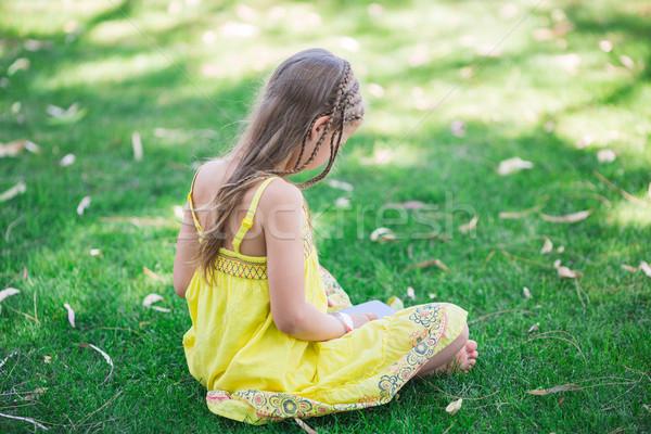 Cute meisje leren park familie Stockfoto © Len44ik