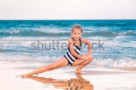 Mooie meisje strand outdoor gelukkig zonsondergang Stockfoto © Len44ik