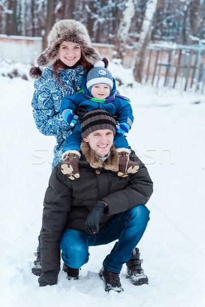 Glückliche Familie spielen Schnee Winter Zeit Mädchen Stock foto © Len44ik