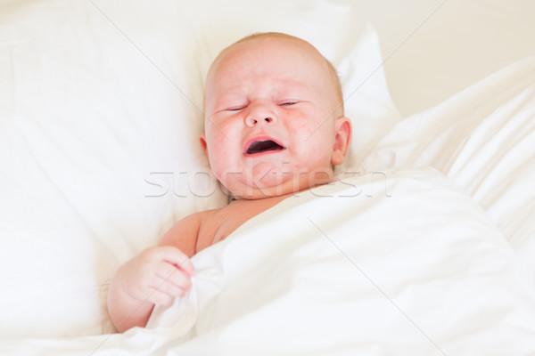 Pacífico recién nacido bebé llorando cama blanco Foto stock © Len44ik