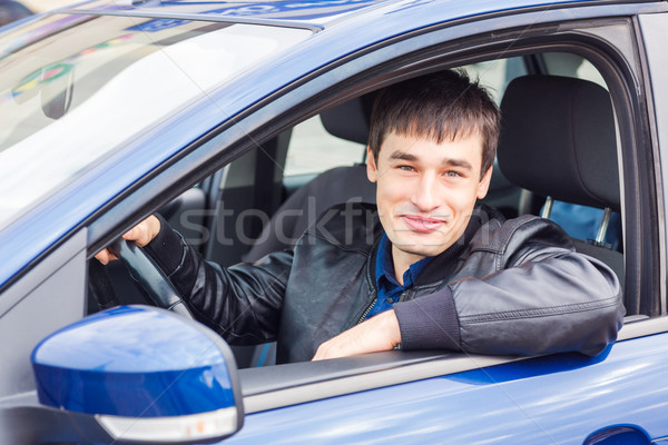 Knap jonge man vergadering auto sport Stockfoto © Len44ik
