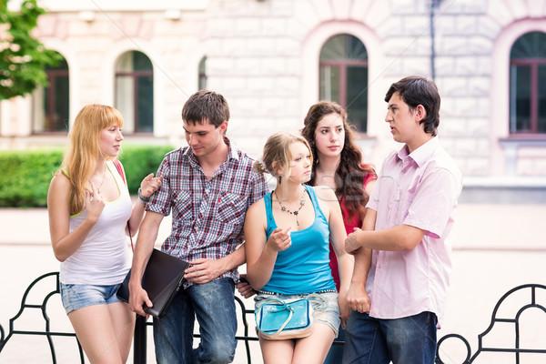 Grupy szczęśliwy uśmiechnięty studentów na zewnątrz Zdjęcia stock © Len44ik