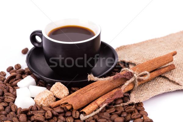 Fincan kahve kahve molası kahve çekirdekleri tarçın beyaz Stok fotoğraf © Len44ik