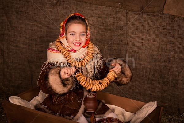Stockfoto: Mooie · russisch · meisje · vergadering · winkelwagen · gelukkig
