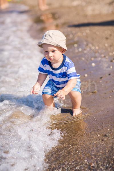 Sevimli küçük bebek erkek keşfetmek plaj Stok fotoğraf © Len44ik