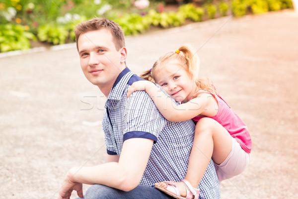 Szczęśliwy ojciec córka gry parku uśmiechnięty Zdjęcia stock © Len44ik