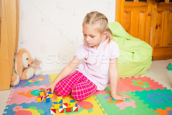 Feliz nina jugando bloques habitación familia Foto stock © Len44ik