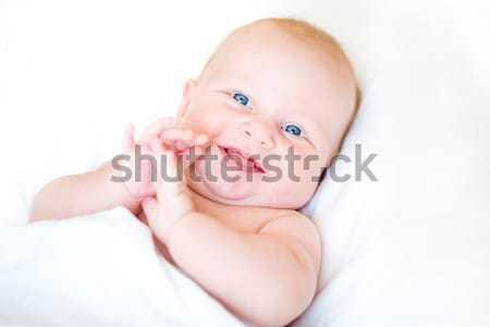 Huzurlu bebek yatak gülen beyaz Stok fotoğraf © Len44ik